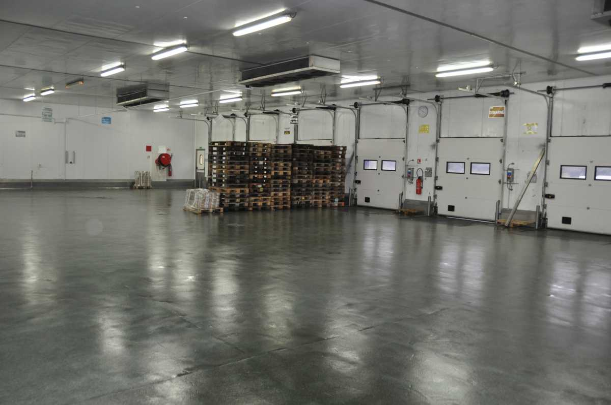 Entrepôt frigorifique positif 2 350 m² en zone industrielle: Rennes, Laval